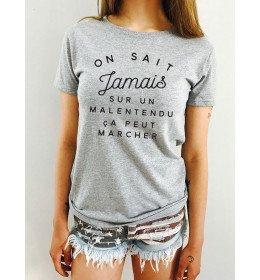 T-shirt Femme ON SAIT JAMAIS SUR UN MALENTENDU ÇA PEUT MARCHER