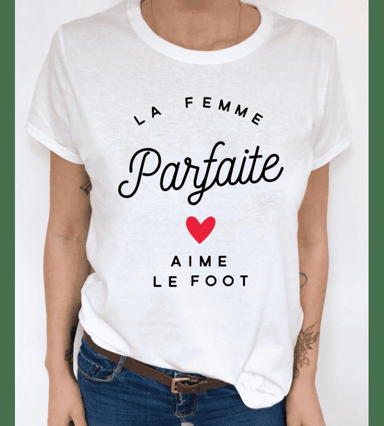 t-shirt femme LA FEMME PARFAITE AIME LE FOOT