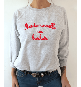 sweat femme MADEMOISELLE EN BASKETS rouge