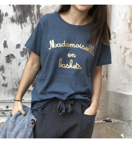 Woman T-shirt MADEMOISELLE EN BASKETS golden print